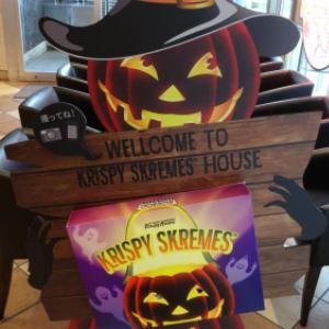 『クリスピー・クリーム・ドーナツ』の店舗がハロウィン仕様に大変身! コンセプトハウス『KRISPY SKREMES HOUSE』登場!
