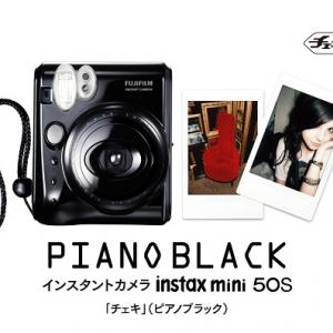 インスタントカメラ『チェキ』の最小・最軽量モデルに高級感あるピアノブラックが登場