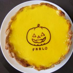 自然な甘さとふわとろ食感でいくらでも食べられちゃうおいしさ! PABLO『〈ハロウィン限定〉パンプキンチーズタルト』