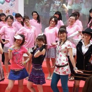 【東京おもちゃショー2010】タカラトミー女子社員で結成! 新アーケードゲームのプロモーションユニット『プリティーリズム隊』