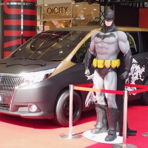 """新型上級ミニバンが""""バットモービル""""に!? 『バットマン』仕様のトヨタ『ESQUIRE』が渋谷に出現"""