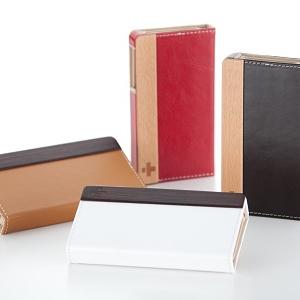 牛革×天然木製でノートのように開閉するフリップスタイルの『iPhone 4』ケース