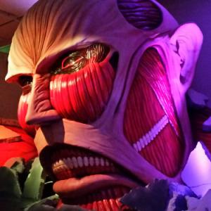 上野の森に巨人襲来『進撃の巨人展』開幕! リヴァイのブレードやイルゼの手帳など作中アイテムに有名漫画家のコラボイラストも