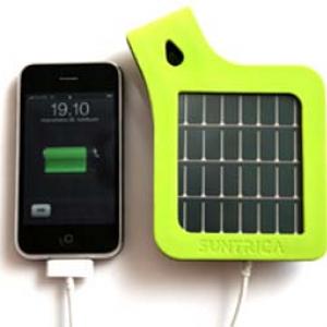 砂浜もOK! 水やホコリに強くておしゃれなフィンランドのモバイル用ソーラー充電池