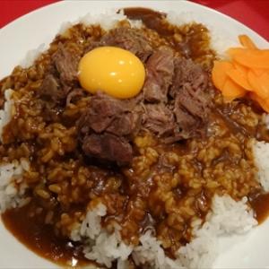 """この""""辛口""""がクセになる! 大阪で愛された味を引き継ぐ新生辛口カレー『スズメバチカレー』を食べてみた"""