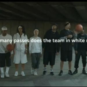何回見ても分からない人にはわからない動画 「白チームが何回パスしてるか数えろ!」