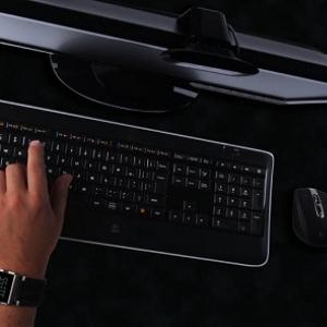 手を近づけると光る! バックライト付き『ロジクール ワイヤレス イルミネート キーボード K800』発売へ