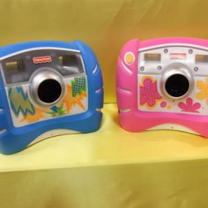 【クリスマスおもちゃ見本市2010】子どもが乱暴に扱っても大丈夫! タフでかわいいデジカメ『キッズ・タフ・デジタルカメラ』