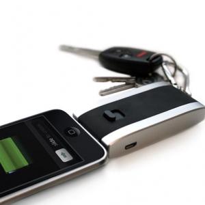 持ち歩きやすい『iPhone/iPod』用Dockコネクタ付き小型軽量バッテリー『Juice Pack Reserve』