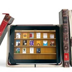 『iPad』が古い魔法の書に変身!? 洋書のようなインナーケース『BookBook for iPad』
