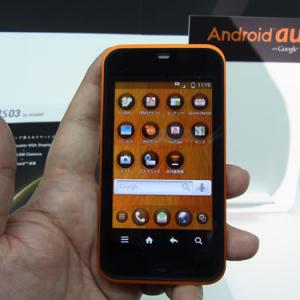 """『Android au』第1弾となる『IS03』を発表 『おサイフケータイ』にも対応する""""1台持ち""""に向けたスマートフォン"""