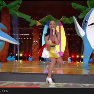 今年のスーパーボウルを見たアメリカ人「アメフト? そんなことよりサメの話しようぜ!」