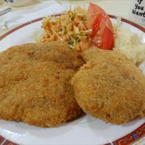 横浜最強の洋食屋『レストラン テル』の400円ランチを食べたら美味かった件