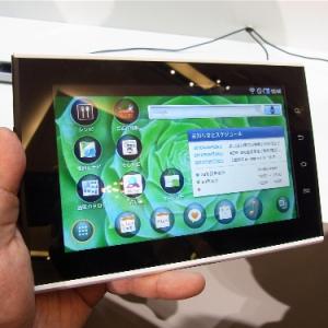 KDDIが最新のAndroid 2.2搭載の7インチタブレット端末『SMT-i9100』を発表! いろいろ触ってみました