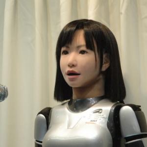 """人間らしく歌い上げるロボット『HRP-4C未夢』の秘密は""""無意識""""だった"""