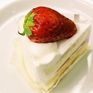 """お、大粒にも程がある……! 新品種""""スカイベリー""""を使ったパティスリー キハチの新作ケーキ6種を贅沢食べくらべ"""