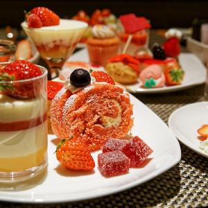 """もはや """"食べる芸術""""! ヒルトン東京のデザートビュッフェ『ストロベリー・アート』を満喫してきた"""