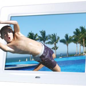 メガネ不要! 8型TFTカラー液晶を搭載した3Dフォトフレームをエグゼモードが発売へ