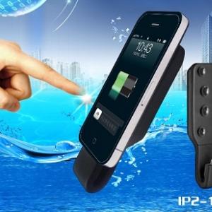 充電中も通話可! 吸盤付き『iPhone』用バッテリー『OCTOPUS Attachable Battery』