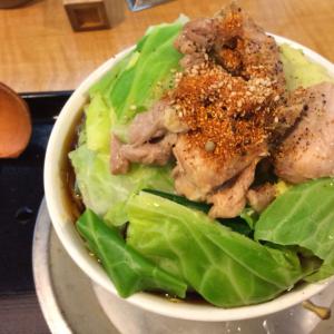 """ラー油肉そばのお店でおそばをガッツリと! 東新宿の""""なぜ蕎麦にラー油を入れるのか""""に行ってみた"""