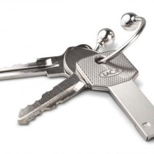スマートに持ち歩ける LaCieの鍵型USBメモリー『i amaKey』発売へ