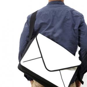 ノートPC用にも使えるメールアイコン型『MESSAGE メッセンジャーバッグ』