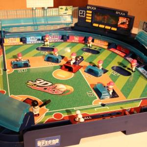 """ピッチャーの球が宙を飛ぶ! """"3Dピッチングシステム""""搭載の次世代型『野球盤』が発売へ"""