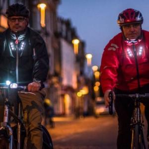 何でも光らせりゃいいってもんじゃないよ!(笑) 自転車通勤用ジャケット『Visijax Commuter Jacket with turn signals』