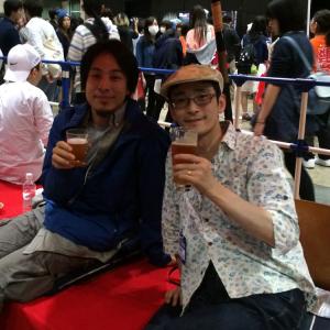 ひろゆきさんとZUNさんがビール片手にお待ちしてます 『ニコニコ超会議』の超ZUNビール2015
