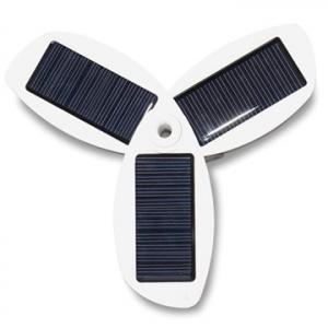 太陽光を3枚のパネルでチャージ 『Better Energy Solio classic ガンメタル グレー』