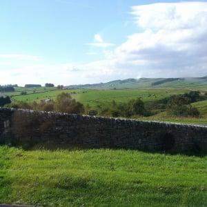 大自然の中にある英国最古のローマ遺跡、ハドリアヌスの長城巡りを楽しもう